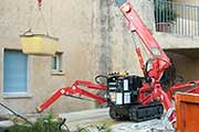 Mini grue spider UNIC URW 094 - chantier du bâtiment